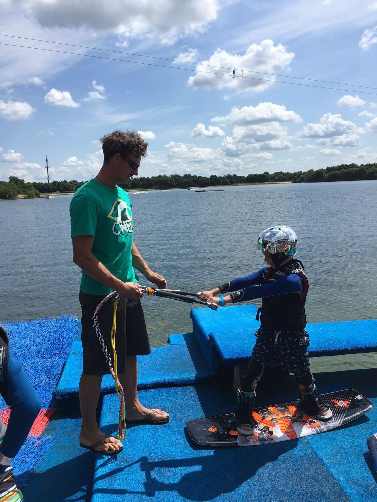 Kinder Ferienkurs Wasserki & Wakeboarden